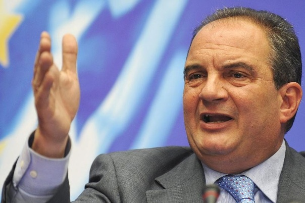 Kostas Karamanlis (Nea Dimokratia), Ex-Premierminister In seiner Amtszeit sind die griechischen Staatsfinanzen angeblich vollkommen abgedriftet. Karamanlis sitzt seit 2009 auf Hinterbänken im Parlament. Seit seinem Amtsverlust hat er weder im Parlament noch gegenüber Medien jemals irgendeine Äußerung gemacht.