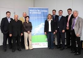 Von links: Stephan Rehm, Willi Behr, Alfred Vianden, Jana Neumann, Ingrid Wüst, Meinolf Sprink, Andreas Höffken, Ulrich Wolter, Hans Becker