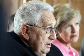 Friede Springer mit Henry Kissinger