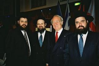 Paul Spiegel mit Vertretern der Chabad Lubawitscher